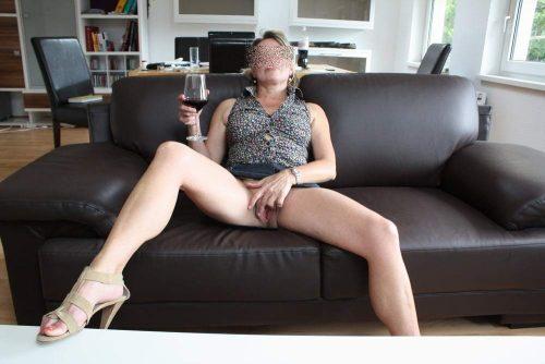 Un peu salope ma femme veut deux hommes pour elle (Montréal)